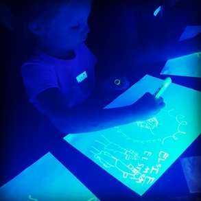 Preschool Glowing Art! @Orange Easel Art